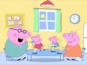 《小猪佩奇》中的猪爸爸是如何应付两个熊孩子的?